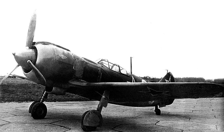Ла-5ФН первых серий во время испытаний в НИИ ВВС 1943 год