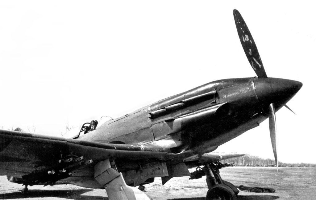 Истребитель МиГ с реактивными снарядами РС-82