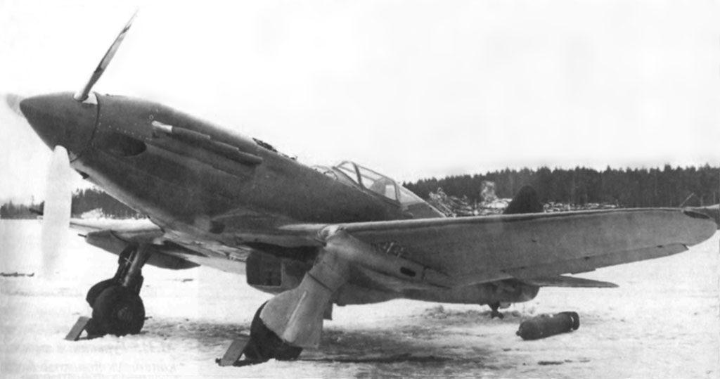 МиГ-3 с двумя пулеметами БК под крылом
