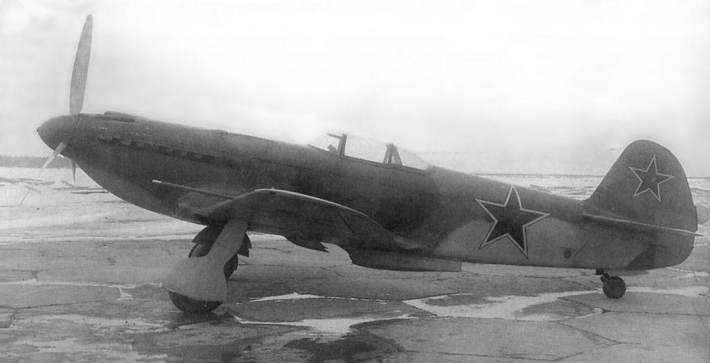 Як-9У №25166021 с двигателем ВК-107А на испытаниях в НИИ ВВС, 1944 год