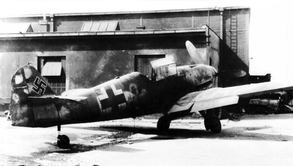 Messerschmitt Bf.109 K-4 из JG27, Hradec Králové Чехия, май 1945 года