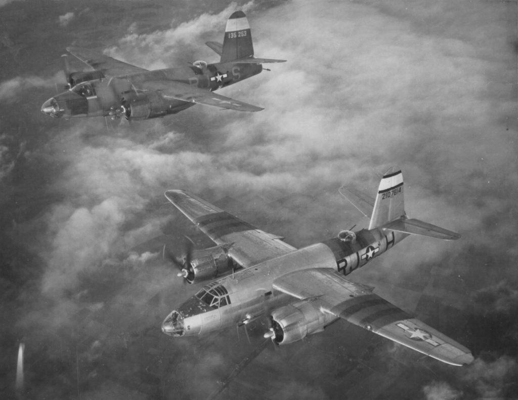 "Бомбардировщики Martin B-26C из 454BS 323BG 9AF, B-26C-45-MO s/n 42-107614 ""Lady Luck III"" и B-26C-25-MO s/n 41-35253 ""Black Magic IV"" and ""Mr. Shorty"""
