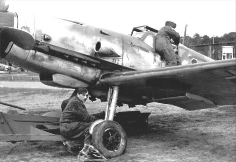 Messerschmitt Bf.109 G-1/R1 ETC 500/IX Heinz Knoke 5./JG11