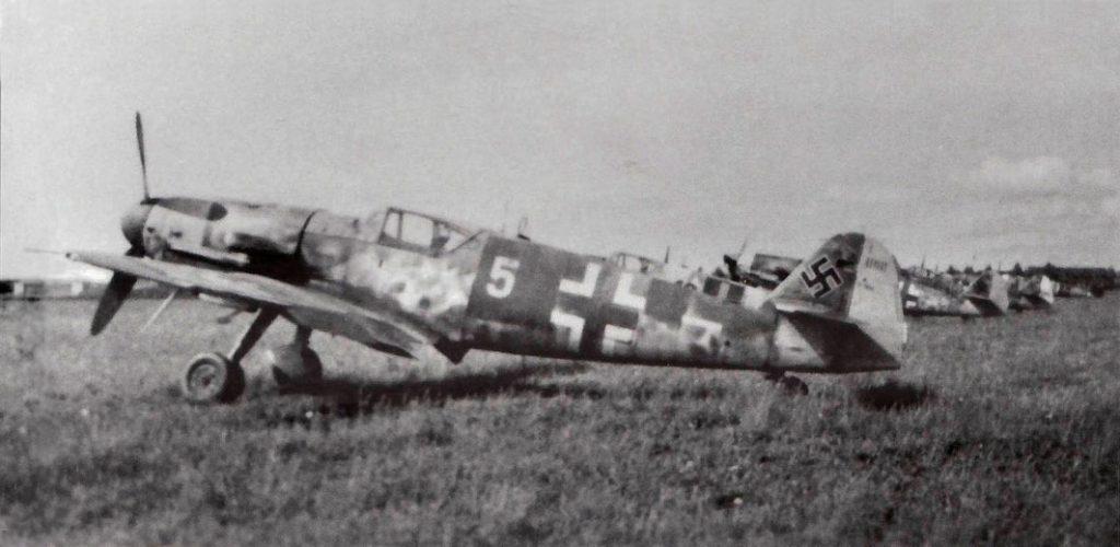 Messerschmitt Bf.109 G-10/U4 W.Nr 611048 II/JG52 Neubiberg 8 мая 1945 года