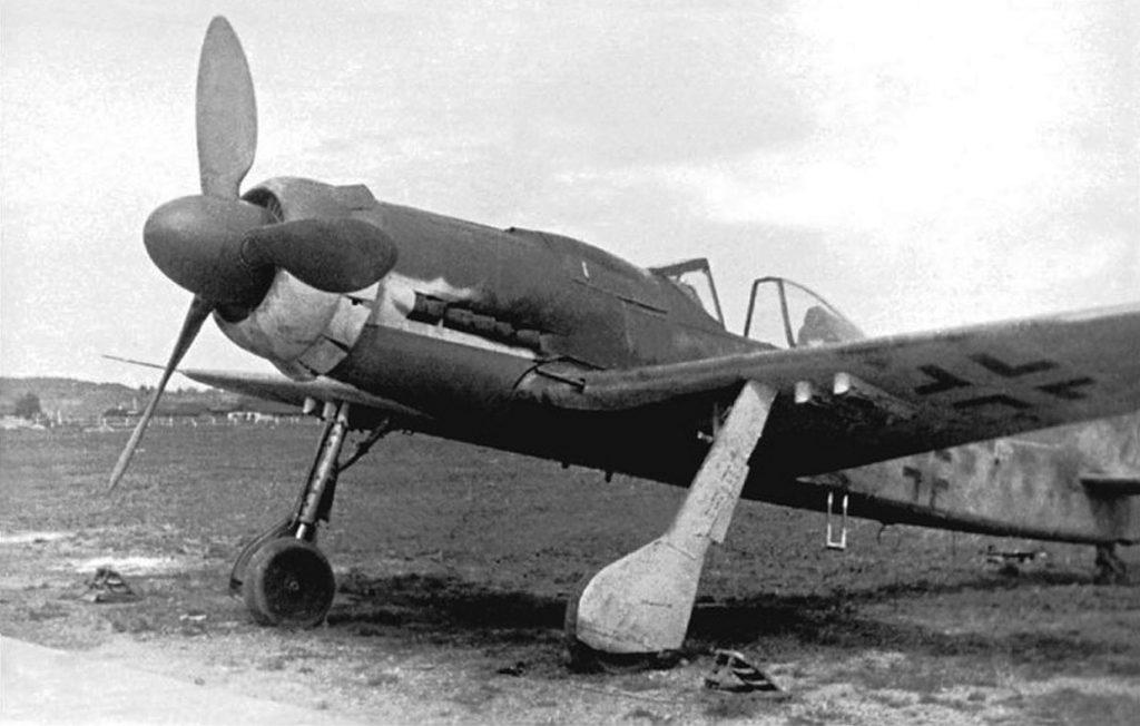 Focke-Wulf Fw.190 D-9 с бомбодержателями ETC 71