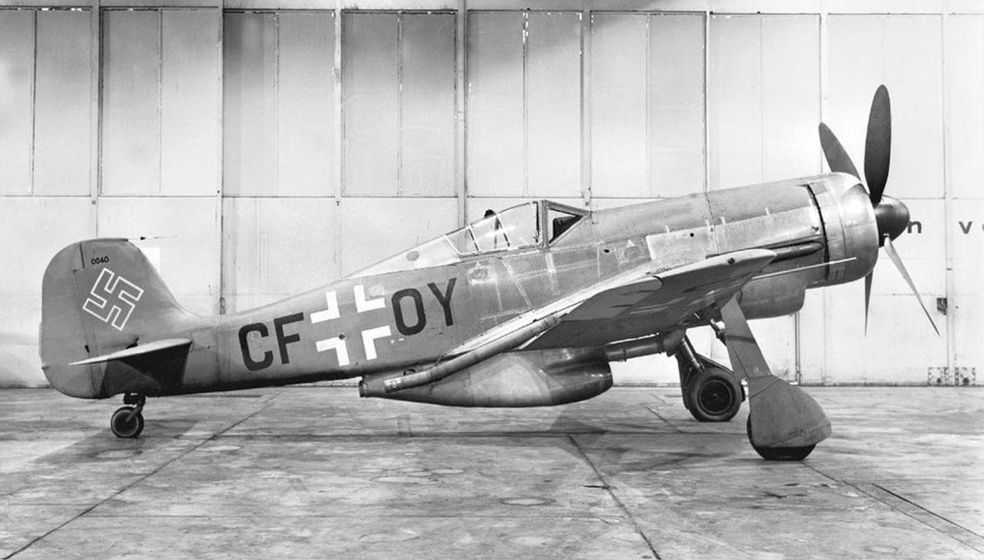 Luftwaffe 46 et autres projets de l'axe à toutes les échelles(Bf 109 G10 erla luft46). - Page 11 Focke-Wulf-Fw190-V18-U1-WNr-0040-CF-OY-Fw190C