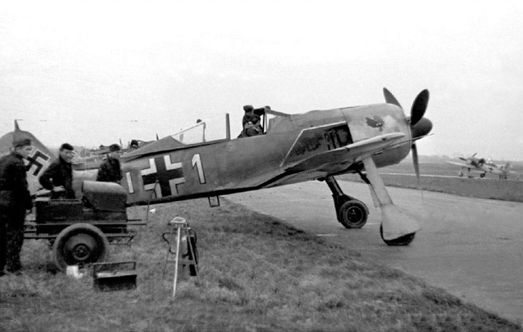 Focke-Wulf Fw.190 A-4 W.Nr 2413 Fw. Kurt Knappe 7./JG2, Vannes Франция, начало 1943 года