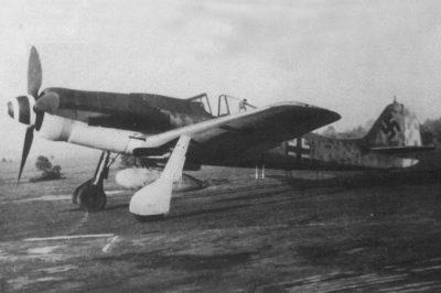 Focke-Wulf Fw.190 D-9 с баком на держателе ETC 504