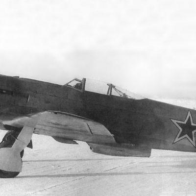 Як-9У ВК-107А первых серий с фонарем новой формы