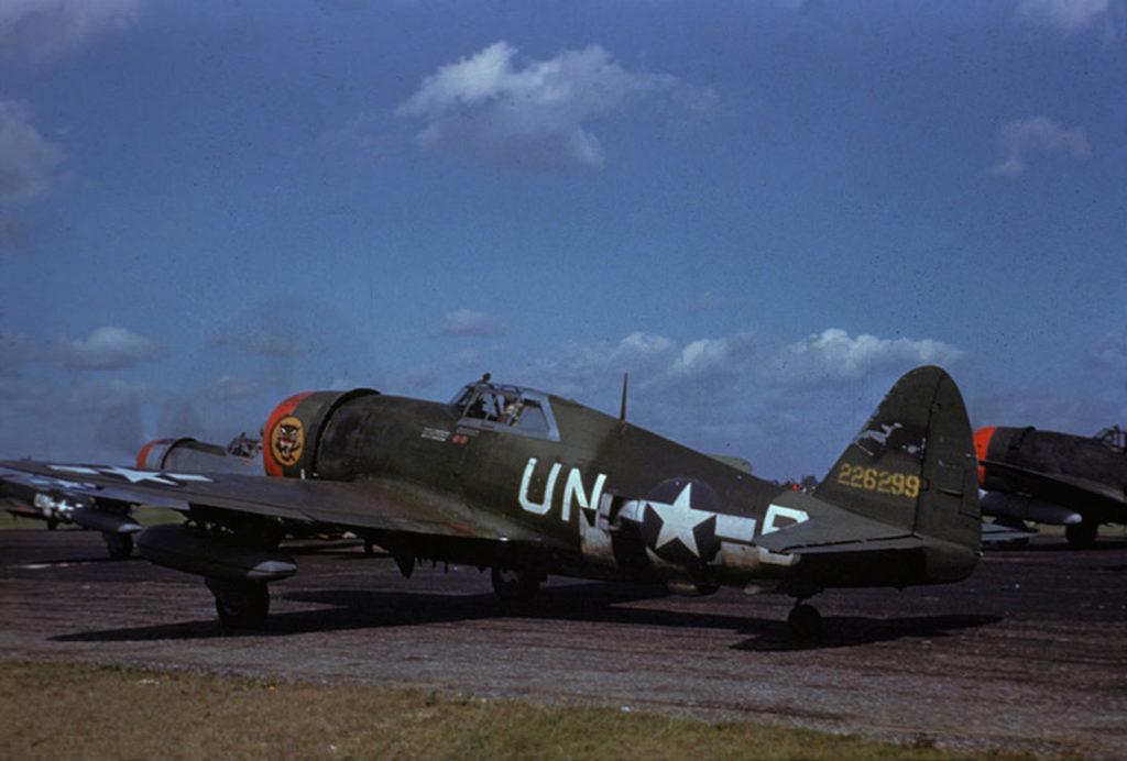 Republic P-47D-22-RE Thunderbolt s/n 42-26299 Capt. Cameron Hart 63FS 56FG Boxted декабрь 1944 года
