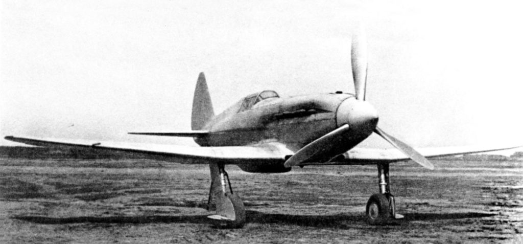 Первый опытный И-200 на козлах