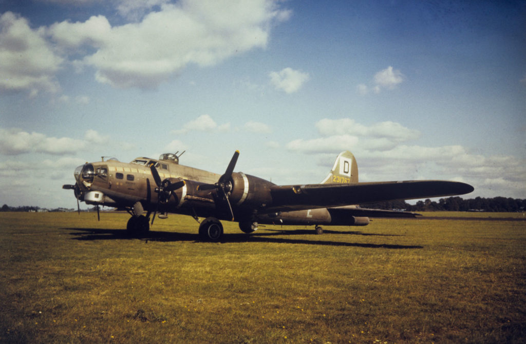"""Boeing B-17G-30-BO Fortress s/n 42-31767 """"Our Gal Sal"""" 100BG Mount Farm Англия"""