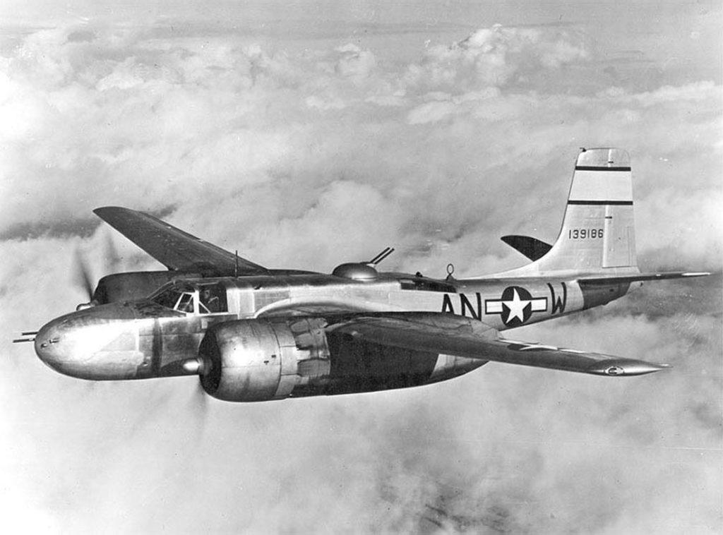 Douglas A-26B-15-DL Invader (s/n 41-39186) 386BG 553BS начало 1945 года