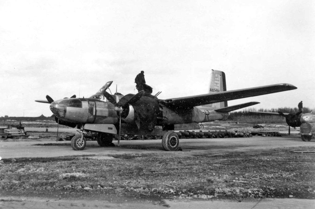 Douglas A-26C-20-DT Invader (s/n 43-22498, 5C-R) 416BG 671BS, Франция 2 апреля 1945 года