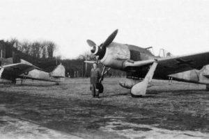 """Focke-Wulf Fw.190 A-7/R2 W.Nr 643701 """"Schwarze 1"""" и Schwarze 15"""" из 2./JG11, Rotenburg/Wümme Германия 1944 год"""